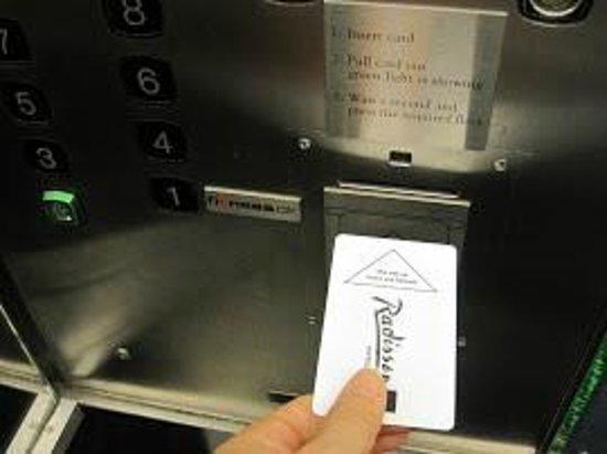 Radisson Blu Royal Hotel Copenhagen : safe エレベータはカードキーがないと動かない。