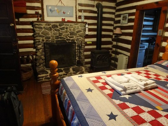 Log Cabin Motor Court: Inside the cabin