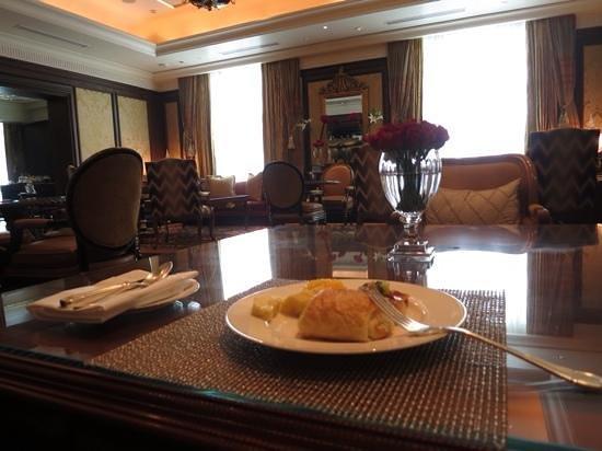 The Leela Palace New Delhi: the Royal Club breakfast
