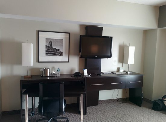 Wyndham Garden Buffalo Williamsville : Desk area