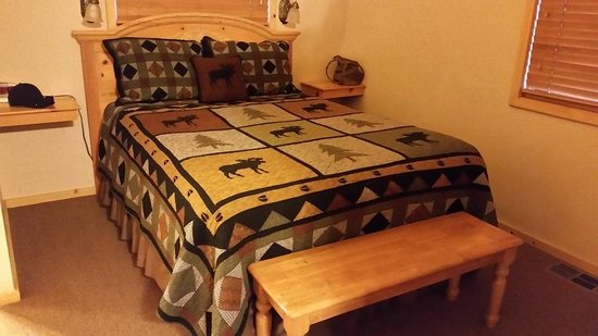 Shadow Mountain Lodge and Cabins : Nice Bed