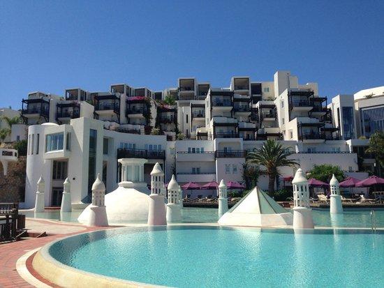 Kempinski Hotel Barbaros Bay: View of hotel from pool