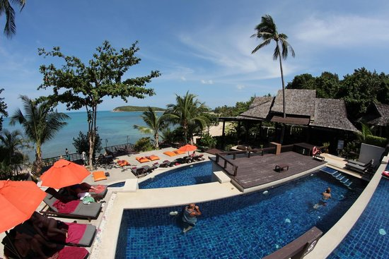 Bhundhari Spa Resort & Villas Samui : The breathtaking views of the triple layer pool/ocean