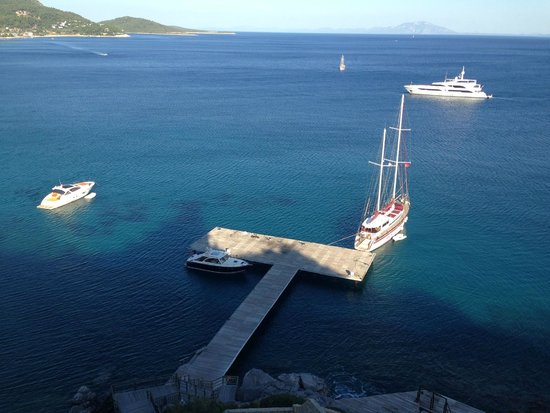 Kempinski Hotel Barbaros Bay: View from elevator above docks