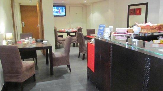 Appart Hotel Cosy Cadet : lobby -comedor para desayuno