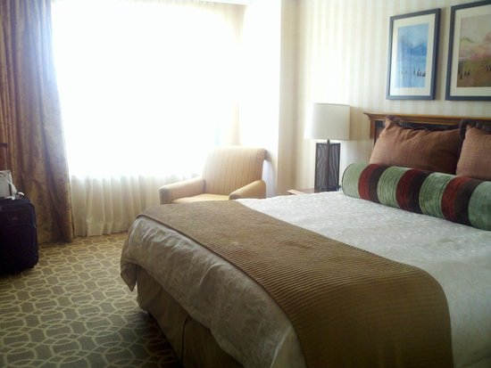 Omni Interlocken Hotel: King Bed