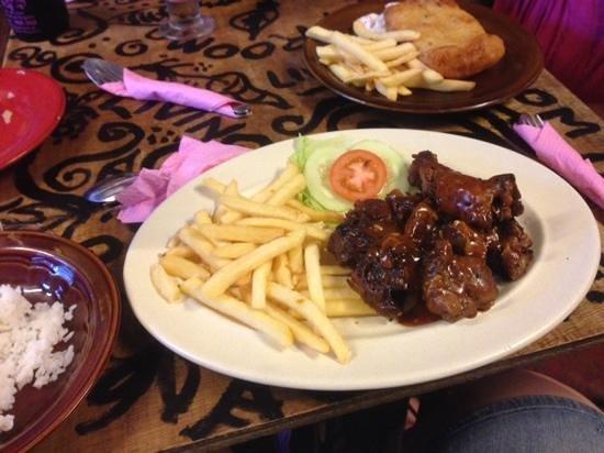 Living Room Cafe Bar & Gallery: Pork ribs