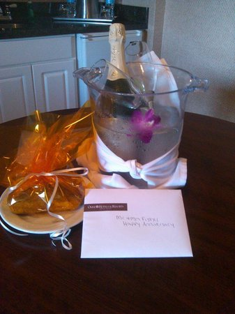 Omni Hilton Head Oceanfront Resort : Our Anniversary surprise from the hotel