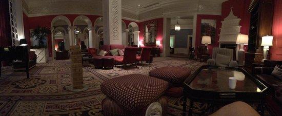 Kimpton Hotel Monaco Portland: Hotel lobby waiting area