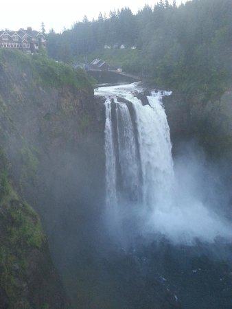 Salish Lodge & Spa: Snoqualime Falls and Salish Lodge