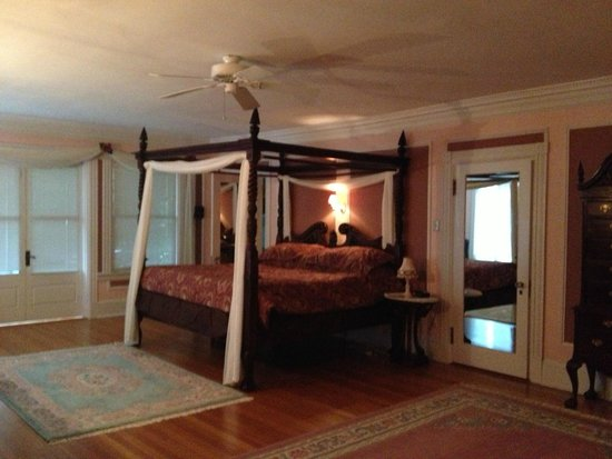 Idlwilde Inn: Master suite (Room 6)