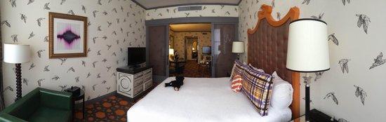Kimpton Hotel Monaco Portland : Pan of the bedroom
