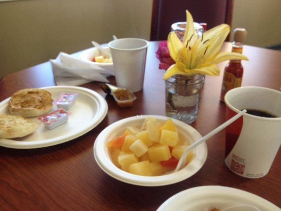 Red Arrow Inn & Suites: Great breakfast