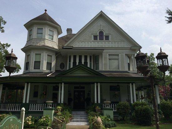 McFarlin House: Beautiful historic B & B