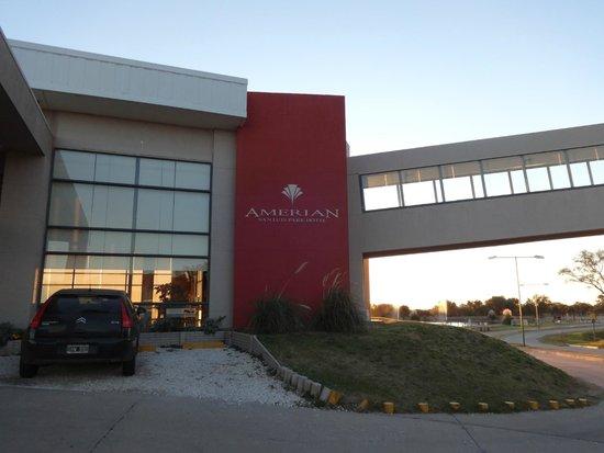 Epic Hotel San Luis: Frente del hotel con rampa que conecta con el casino