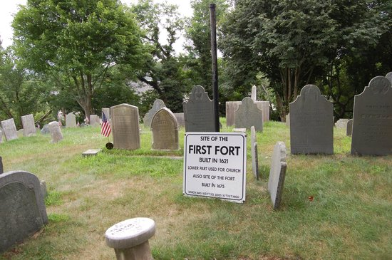 Burial Hill: Site of first fort