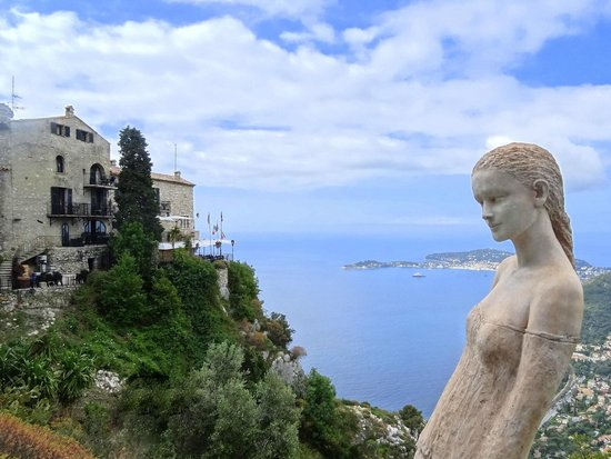 Le Jardin exotique d'Eze : Statue with a view