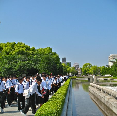 Hiroshima Peace Memorial Park : School groups by the Peace Pond