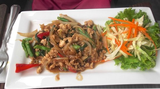 2gether Restaurant: Chicken and basil stir fry