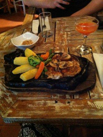 La Monde Restaurant: Chicken with mushroom sauce and veg