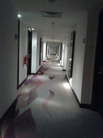 Mercure Palu: koridor hotel