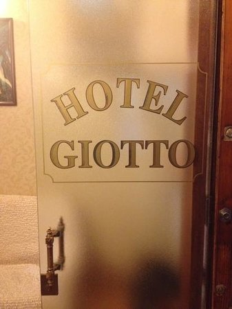 Giotto: door once you go up to hotel