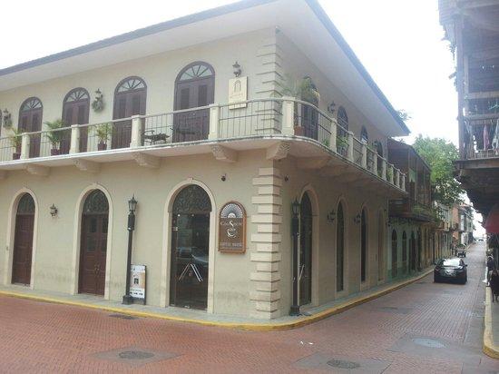 Casa Sucre Coffeehouse: Justo en la esquina