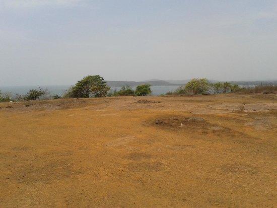 Kohinoor Samudra Beach Resort : Table Point