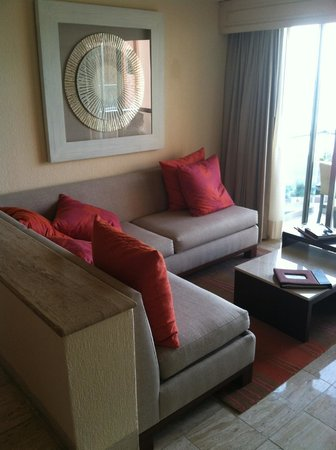 Grand Fiesta Americana Coral Beach Cancun: Very comfortable living room area. Loved laying on couch for reading.