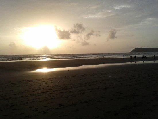 Kohinoor Samudra Beach Resort : Sunset