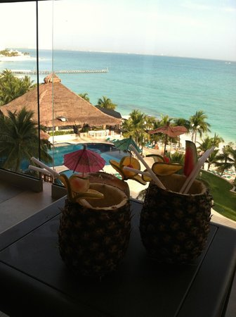 Grand Fiesta Americana Coral Beach Cancun: Great pina coladas served in pineapples