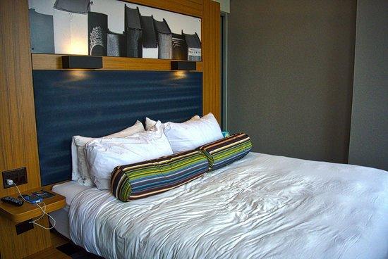 Aloft Chicago City Center: Room 1803 / King Bed