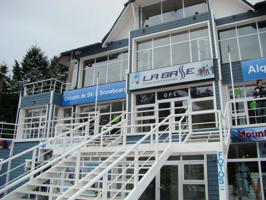 La Base Escuela de Ski & Snowboard