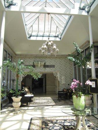The Horton Grand Hotel: Foyer, Horton Grand Hotel