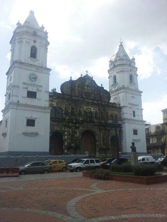 Casco Viejo: Catedral metropolitana en la plaza catedral
