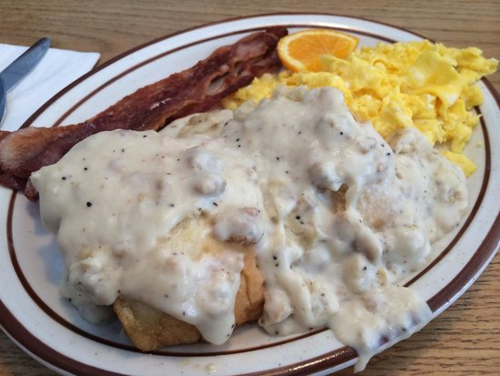 Blueberry Hill Family Restaurant : Biscuits and gravy breakfast