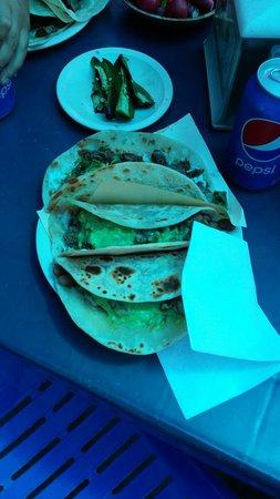Tacos El Yaqui: Perrones,  asada tacos.
