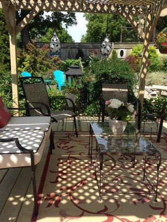 Nine Gables B&B: garden