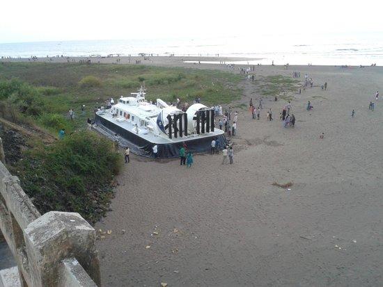 Kohinoor Samudra Beach Resort : Navy