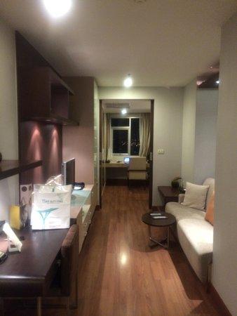 Grand Sukhumvit Hotel Bangkok: 縦長だが広かった