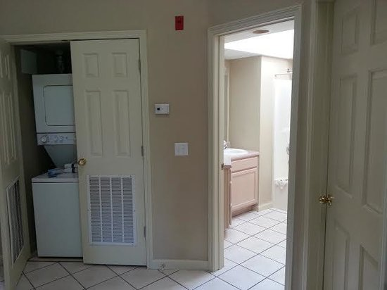 Carriage Place Resort: laundry room, main bath and the door to the second bedroom, which is right next to the entrance