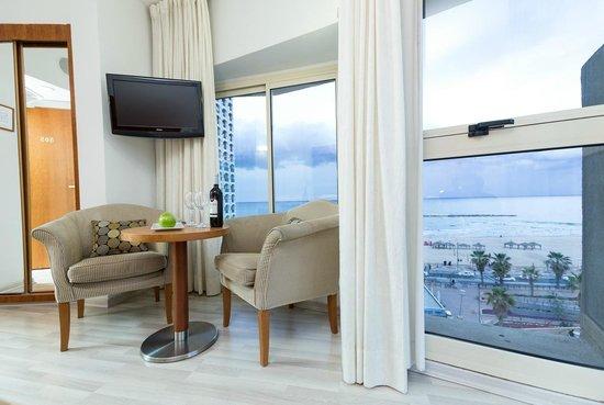 The Maxim Hotel : Sea view room