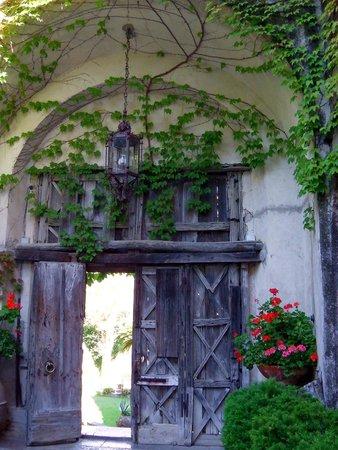 Entry Into The Gardens Picture Of Villa Cimbrone Gardens