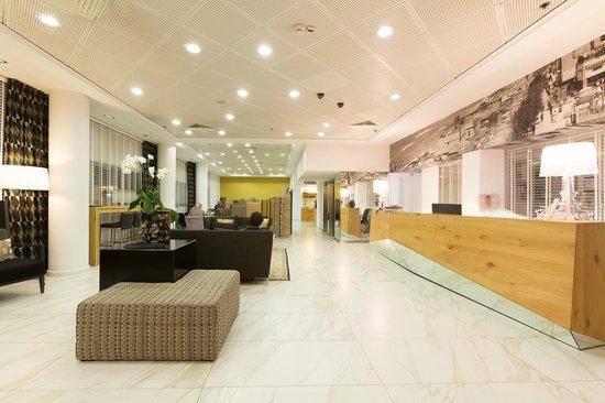 The Maxim Hotel: Reception area