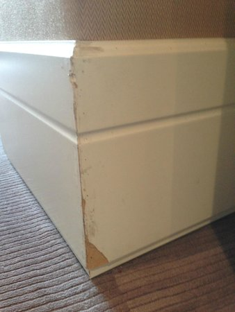 Grand Hotel Via Veneto : Condition of base boards in room