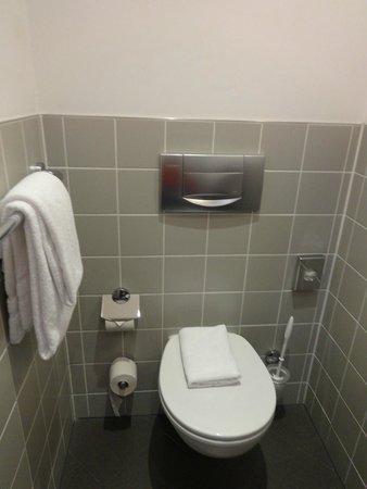 Novum Hotel Gates Berlin Charlottenburg: baño