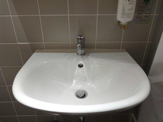 Novum Hotel Gates Berlin Charlottenburg: lavamanos