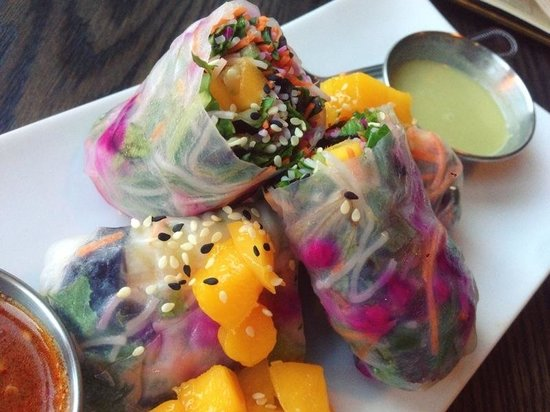 Lotus Organic Restaurant Bar Bakery: Mango spring rolls