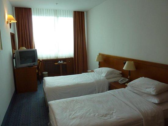 Panorama Zagreb Hotel: habitacion