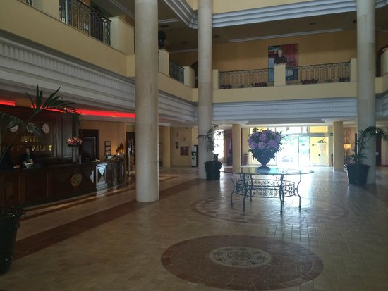 Hotel IPV Palace & Spa: Hotel reception area